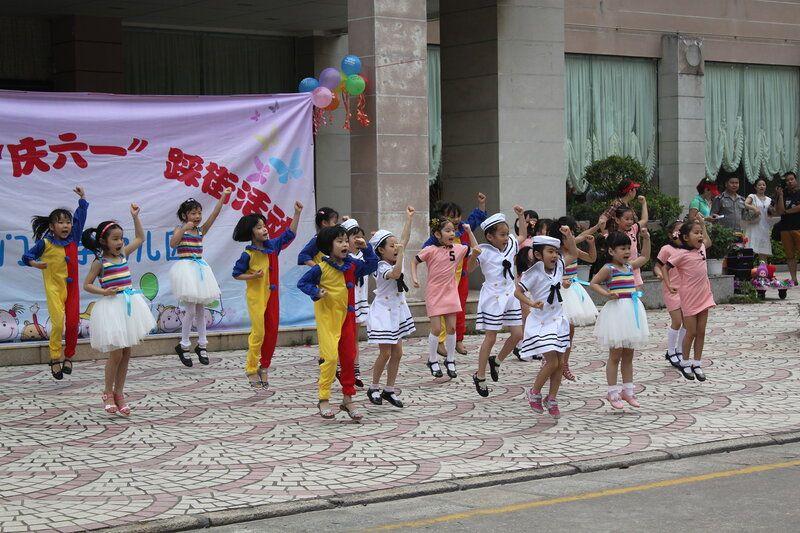 День защиты детей на субтропическом острове Сямэнь, Юго-Восток Китая