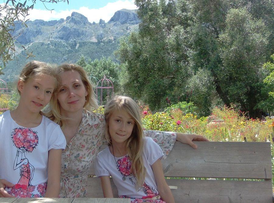 Один мой летний день в цветочном саду, вся семья в сборе, Испания