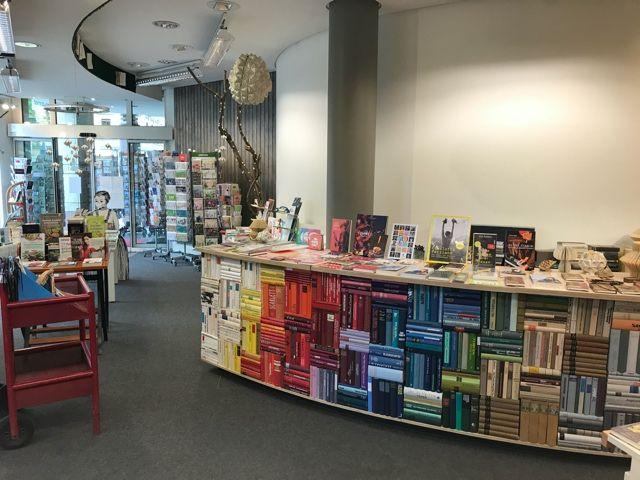 Один рабочий день продавца в книжном магазине, Веймер, Германия, фото 16